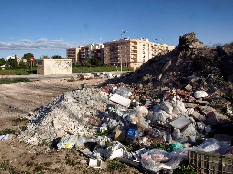 Escombros cerca de la Plaza de la Libertad - Almoradí