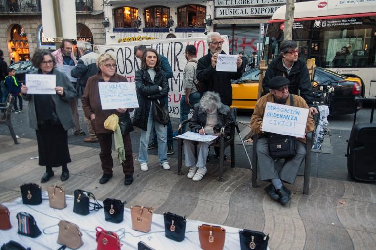 Señores_Protesta_Carteles_Mercadillo rebelde